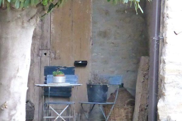 plaatsje-met-blauwe-stoelen La Casa Vecchia
